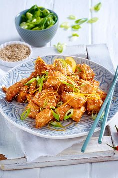 Express chicken sweet and sour- Express-Hähnchen süßsauer Asian cuisine can be that simple. Crispy breaded chicken fillet with sweet-sour-delicious sauce! A culinary delight that tastes even better than at the China Bistro! Yummy Chicken Recipes, Yum Yum Chicken, Turkey Recipes, Dinner Recipes, Grilling Recipes, Crockpot Recipes, Healthy Recipes, Express Chicken, Sweet And Sour Recipes