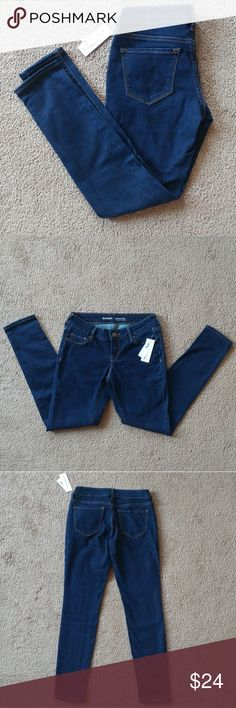 NWT Old Navy Rockstar low rise skinny jeans 2 NWT Old Navy Rockstar Skinny Jeans Size 2 Petite Low rise Old Navy Jeans Skinny