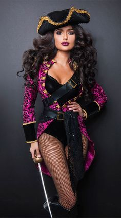 Sexy Halloween Costumes for Women, 2019 Adult Halloween Costume Ideas Adult Pirate Costume, Pirate Halloween Costumes, Halloween Outfits, Halloween Rave, Adult Halloween, Halloween 2020, Queen Of Hearts Costume, Queen Costume, Pirate Woman