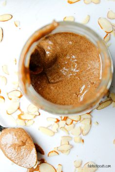 Cinnamon Almond Butter - creamy, smooth, homemade almond butter with a light cinnamon flavor. ALMOND BUTTER is Better for You than Peanut Butter apparently! Clean Recipes, Whole Food Recipes, Cooking Recipes, Potluck Recipes, Cheesecakes, Homemade Almond Butter, Cinnamon Almonds, Raw Almonds, Get Thin