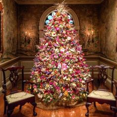Christmas tree made only of dried flowers at Winterthur