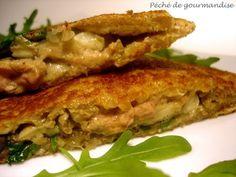 """Croque-monsieur au foie gras """"Waouh"""" (pain de mie complet, roquette, champignons de Paris, échalotes, foie gras, beurre, fleur de sel, poivre)"""