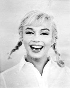 """Marilyn Monroe had little to smile about during the filming of """"The Misfits"""". A crumbling marriage, drug abuse, sleepless nights, and extremely rough working conditions made it a film shoot from hell. Marilyn Monroe Fotos, Actrices Hollywood, Portraits, Celebrity Gallery, Celebrity Quotes, Norma Jeane, Misfits, Classic Beauty, Famous Faces"""