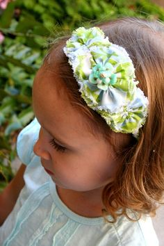Frayed edges to this fabric flower headband is too cute! I think I could do this.