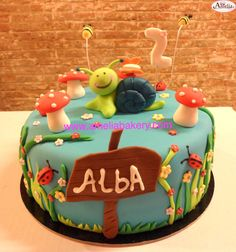 #tartas #tartasfondant #fondant #personalizadas #pasteles #ameliabakery  #caracol #jardin #infantiles