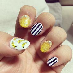 自爪にセルフネイル。明日フルーツパフェ食べようと思って、バナナネイル( ´艸`)小指がヘタクソなのはご愛嬌。#バナナネイル #nail #セルフネイル #自己満足