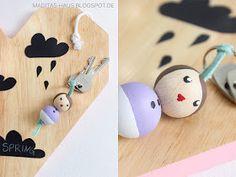 DIY: Schlüsselanhänger aus Holzperlen   Maditas Haus   Lifestyle und Interior Blog Craft Club, Wooden Pegs, Handmade Beads, Wood Crafts, Baby Dolls, Projects To Try, Drop Earrings, Creative, Jewelry