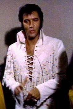 Tupelo Mississippi, Elvis In Concert, Elvis Presley Photos, People Of Interest, George Vi, Popular Music, Classic Films, Rare Photos, Good Looking Men