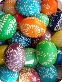 Easter eggs Easter Egg Pattern, Easter 2018, Ukrainian Easter Eggs, Easter Traditions, Coloring Easter Eggs, Egg Art, Egg Decorating, Easter Crafts, Diy And Crafts