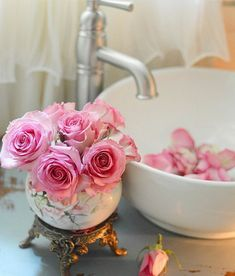 Romantic Bathrooms, Have A Great Sunday, Pink Accents, Shabby Vintage, Beautiful Roses, Powder Room, Pink Roses, Candle Holders, Candles