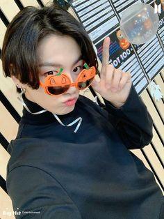 Jungkook Selca, Foto Jungkook, Foto Bts, Taehyung, Jungkook Cute, Jungkook Oppa, Bts Bangtan Boy, Jung Kook, Busan