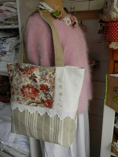 Sweet French tote....a way to use ma's vintage fabric