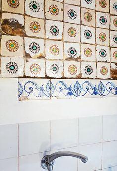 anthology-mag-blog-decorating-decaying-beauty-dwell-4 Prefab Homes, Vintage Tile, Antique Tiles, Kitchen Aide, Kitchen Retro, Barcelona, Style Tile, Tile Design, Decoration