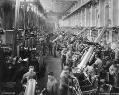 © Photoglobus, Ullstein Bild, Blick in die Kanonenwerkstätte von Krupp - Essen, NRW   1904