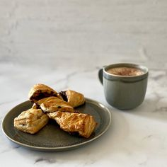 Fancy a change for breakfast? Head over to to try this recipe for Chocolate Twists School Cafe, Twists, Chocolate Recipes, Morning Coffee, French Toast, Yummy Food, Fancy, Change, Vegan