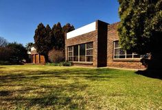 Stunning Face brick house, fresh for the entertainer. Unique built in bar in spacious TV room with fire place for those cold wintery days and sliding doors that walk out onto under cover patio overlooking a huge sparkling swimming pool. Standing on the patio you have a semi closed thatched Lapa on one side with a jacuzzi and on the other side a 2nd thatched Lapa with a built-in braai, what more do you want to relax with family and friends.  Delightful large wooden kitchen with volumes of… Eye Level Ovens, Built In Braai, Burglar Bars, Car Ports, Guest Toilet, Three Rivers, Real Estate Agency, Wooden Kitchen, Alarm System