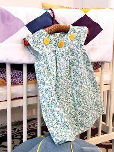 Kjole Iris m. blomster from Stof2000