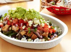 Learn How to Make Chipotle's Famous Guacamole Low Sodium Fast Food, No Sodium Foods, Low Sodium Diet, Low Salt Recipes, Low Sodium Recipes, Chipotle Guacamole Recipe, Chipotle Burrito, Fast Food Items, How To Make Guacamole