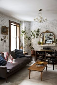 Casual living room with white brick walls and some vintage furniture