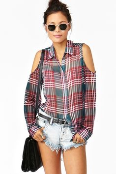 Plaid Cutout Blouse in Clothes Tops at Nasty Gal Shirt Refashion, Diy Shirt, Diy Fashion, Fashion Outfits, Diy Vetement, Diy Clothes Videos, Clothing Hacks, Couture, Mode Inspiration