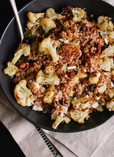 Roasted cauliflower and farro salad with sundried tomatoes and olives - cookieandkate.com Roasted Cauliflower <3
