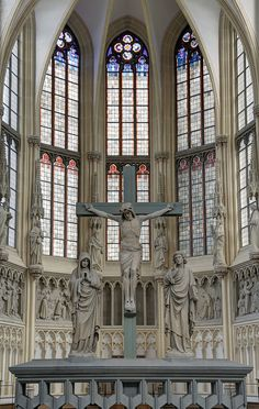 This is a statue of Jesus on the cross in a Christian church. Gothic Architecture, Beautiful Architecture, Beautiful Buildings, Church Interior, Cathedral Church, Old Churches, Place Of Worship, Kirchen, Christianity