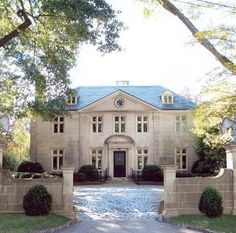 Charles Case House - architect, Neel Reid This house could be considered many people's favorite house in Atlanta. Classic Home Decor, Classic House, Neoclassical Architecture, Georgian Homes, Facade House, House Facades, Architect House, French Cottage, Elegant Homes