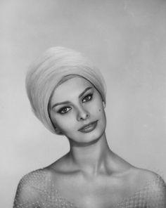 """Sophia Loren, """"Heller in Pink Tights"""", directed by George Cukor, 1960 #EasyNip"""