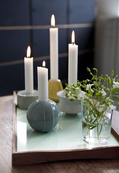 Schick in Szene gesetzt und mit stilvollen Ständern oder Haltern versehen, sind Kerzen ein schöner Blickfang. https://www.homify.de/ideenbuecher/42159/wohnzimmer-dekorieren-10-ideen-fuer-ein-stilvolles-ambiente