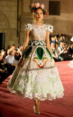Dolce & Gabbana - Alta Moda Autumn-Winter 2017 Couture in Palermo Queer Fashion, Vogue Fashion, Runway Fashion, Fashion Models, High Fashion, Urban Fashion, Retro Fashion, Spring Fashion, Vintage Fashion