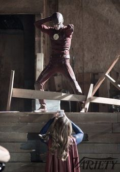We have 18 additional stills from next week's special Supergirl/The Flash crossover event, offering a behind-the-scenes look at the highly anticipated super team-up! The Cw, Flash Y Supergirl, Supergirl 2015, Entertainment Weekly, Barry Allen Flash, Flash And Arrow, Marvel Dc Comics, Flash Crossover, Series Dc