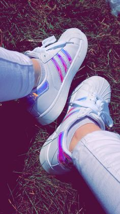 Adidas superstar Grunge Photography, Tumblr Photography, Girl Photography Poses, Cool Girl Pictures, Girl Photos, Chicas Dpz, Cute Tumblr Wallpaper, Shoe Selfie, Girls Foto