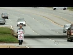 A 77-year-old US man has taken a drastic approach to finding a kidney for his wife, taking to the streets wearing a sandwich board sign pleading for a stranger to donate. Larry Swilling's wife Jimmy Sue was born with only one kidney which started developing problems after she had her first child and is now failing.    The South Carolina resident i...