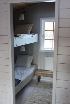 Cheap Closet: Meet 10 Tips and 60 Creative Ideas to Decorate - Home Fashion Trend Build My Own House, Modern Lodge, Bunk Rooms, Bungalow, Pretty Bedroom, Swedish House, Cottage Style, Small Spaces, Bedroom Decor
