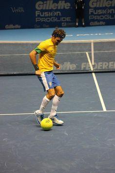 #Swiss #tennis #legend #Roger #Federer playing football