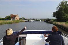 Gemütliche Fahrt an Bord der Luxusyacht Royal Mystique von Le Boat. Einmal quer durch Flandern!