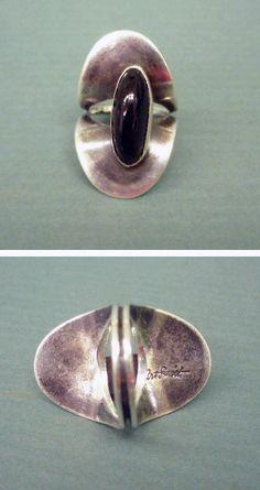 "Art Smith signed silver ""Biomorphic"" ring w/ ovoid shaped black onyx. Charm Jewelry, Jewelry Art, Jewelry Rings, Silver Jewelry, Jewelry Design, Silver Rings, Jewellery, Found Art, Modern Jewelry"
