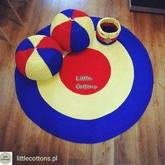 Combinação bonita 💙💙💙inspiração by @littlecottons.pl  #crochetinspiration #knittinginspiration #crochetaddict #tapetedecroche #puffdecroche #pufffiodemalha #cestodecroche #trapillo #gancillo #uncinetto