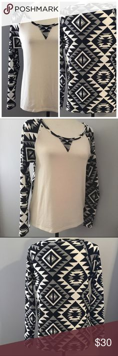 Aztec Long Sleeve Pull Over Can fit a size medium. This super cute light long sleeve is a super stretchy fabric. Fast shipping. Excellent condition. No trades. thank you for supporting and shopping in my closet! XO XO Tops Tees - Long Sleeve