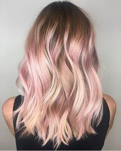 Balayage is an alternative technique to traditional salon highlighting with foils. Your colorist can literally paint highlights precisely where the sun would actually hit your hair. Rose gold balayage is the love chil. Blond Rose, Blonde With Pink, Rose Gold Hair Blonde, Blonde Hair With Pink Highlights, Rose Gold Highlights, Pastel Pink Ombre Hair, Rose Pink Hair, Rose Gold Short Hair, Rose Hair Color