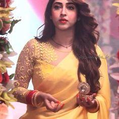 Heavenly gorgeous my beautiful princess Beautiful Bollywood Actress, Most Beautiful Indian Actress, Beautiful Ladies, Pakistani Party Wear Dresses, Indian Dresses, Cute Girl Photo, Cool Girl, Patiyala Dress, Sonarika Bhadoria