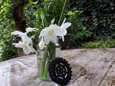 12 simple DIY flower arranging and jam jar upcycling projects Jam Jar Flowers, Diy Flowers, Old Vases, Flower Video, Flower Frog, Creative Activities, Childrens Party, Flower Tutorial, Hama Beads