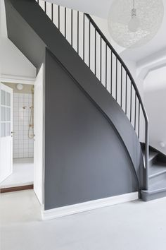 Vintage and retro decor: know 60 ideas to decorate with this style - Home Fashion Trend Stair Paneling, Hallway Colours, Hallway Designs, Modern Stairs, Swedish House, House Stairs, Paint Colors For Home, Staircase Design, Home Fashion