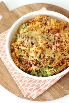 Pasta (of courgetti) ovenschotel met broccoli en gehaktballetjes ovendishes Pasta Recipes, Dinner Recipes, Cooking Recipes, Healthy Recipes, Delicious Recipes, I Love Food, Good Food, Yummy Food, Oven Dishes