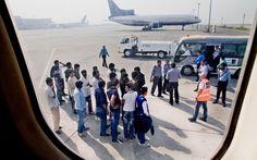 В июле домой вернулись более 1600 нелегальных мигрантов http://feedproxy.google.com/~r/russianathens/~3/IBkSd8-pCt4/22400-v-iyule-domoj-vernulis-bolee-1600-nelegalnykh-migrantov.html  Согласно данным, представленным греческой полицией в понедельник, в общей сложности 1645 нелегальных мигрантов были возвращены в страны их происхожденияв прошлом месяце.