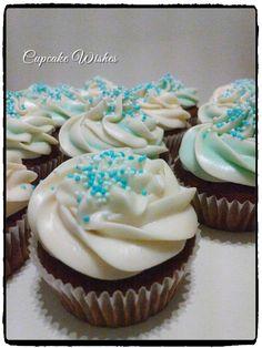 Αφράτα cupcakes σοκολάτα με καρδιά καραμέλα-πραλίνα & coffee cream! Αγαπημένη γεύση <3