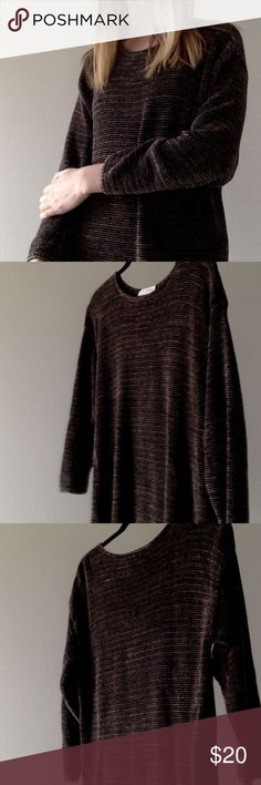 Thick quarter sleeve sweater Fun 90's style sweater, reminds me of something Phoebe would wear in an episode of friends. It has a black and tan stripe pattern. Its on the longer side, comes just past the zipper on my pants. Sarah Arizona Sweaters