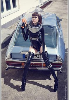 """Dedicated to all things """"geek retro:"""" the science fiction/fantasy/horror fandom of the past including pin up art, novel covers, pulp magazines, and comics. Arte Sci Fi, Sci Fi Art, Halloween Illustration, Cyberpunk, Pinup, Foto Picture, Halloween Karneval, Space Fashion, Space Girl"""