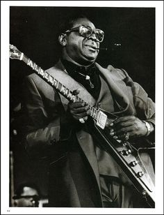 for that special fan, collector or guitar owner. carefully taken from a guitar magazine. in a waterproof poly bag envelope with. original full page b/w pin-up photo print. Jazz Blues, Blues Music, Music Mix, Soul Music, Gibson Flying V, Albert King, Joe Satriani, Guitar Magazine, Steve Vai