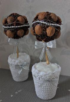 Vianočná guľa z kávy a orechov. Autorka: tamarka. Vianoce, vianočná výzdoba, háčkovanie. Artmama.sk